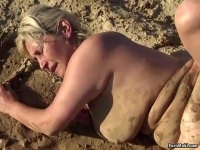 Perú Granny foursome fucking in the mud putas gratis