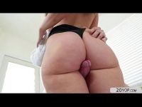 Teen pornstar gia paige reveal she is a stripper and gives a nice show